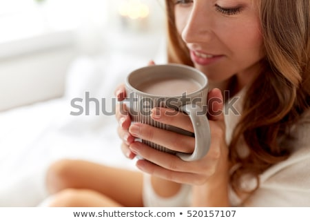 glimlachende · vrouw · drinken · beker · koffie · slaapkamer · ochtend - stockfoto © dolgachov