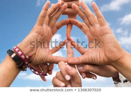 Mãos hippie amigos paz assinar Foto stock © dolgachov