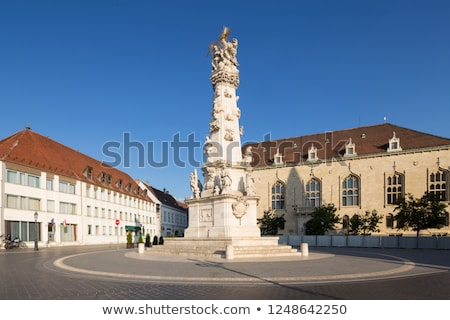heilig · kolom · Boedapest · standbeeld · kerk - stockfoto © vladacanon