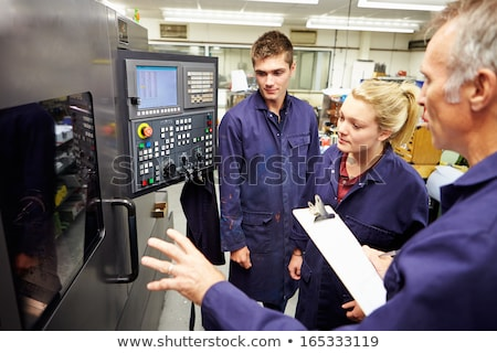 Apprenti Homme ingénieur travail machine usine Photo stock © HighwayStarz