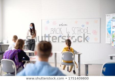 Stock fotó: Iskola · gyerekek · osztályterem · tollak · jegyzetfüzetek · illusztráció