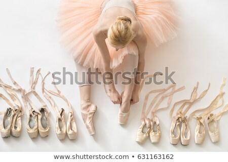 Oldalnézet nő ül lábujjak balett-táncos balettcipő Stock fotó © julenochek