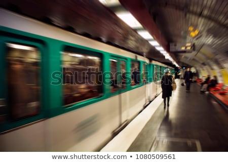 Kadın yürüyüş dışarı Paris yeraltı seyahat Stok fotoğraf © IS2