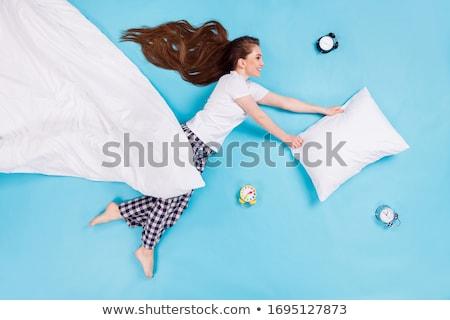 Gelukkig meisje kussen wekker tonen Stockfoto © pressmaster