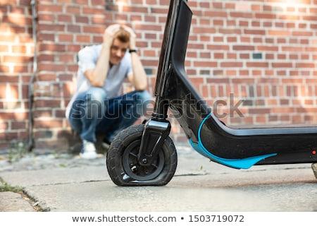 Homme regarder pneu Ouvrir la tech Photo stock © AndreyPopov