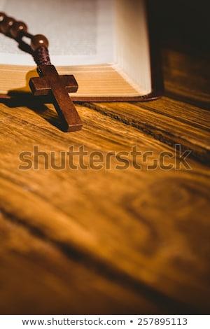открытых · Библии · четки · бисер · деревянный · стол - Сток-фото © wavebreak_media