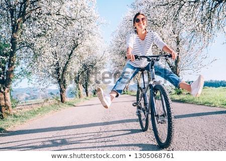 Stok fotoğraf: Kadın · bisiklet · siluet · çıplak · dağ · yol