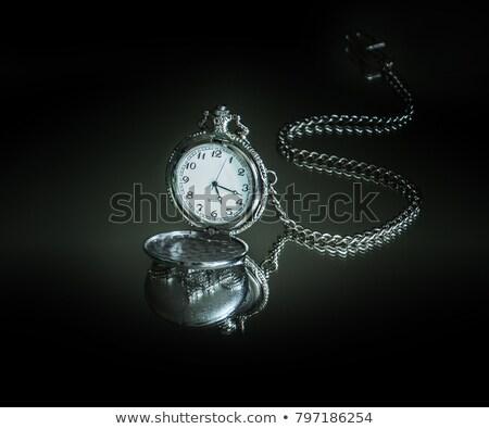 Foto stock: Velho · relógio · de · bolso · reflexão · preto · relógio · tempo