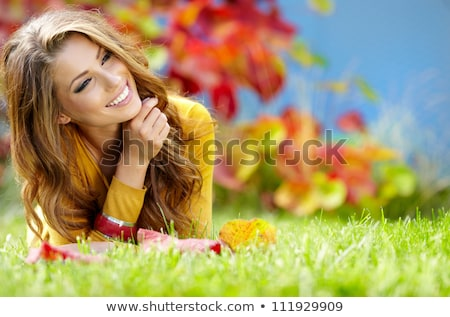 Stok fotoğraf: Sonbahar · park · güzel · esmer · genç · poz