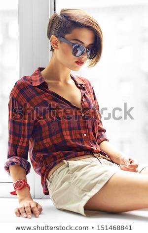 moça · bonita · sardas · vitória · assinar · jovem · bela · mulher - foto stock © deandrobot