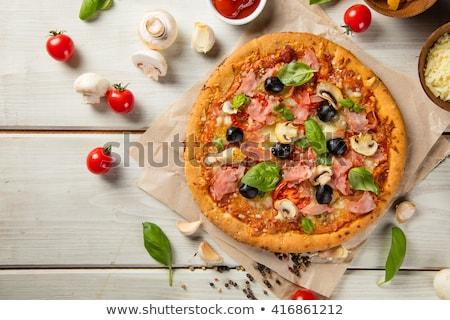 Pizza carne tomates aceitunas caliente alimentos Foto stock © Yatsenko