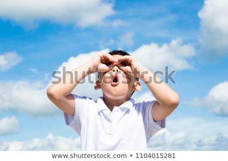 Gyerekek néz felhők kettő kontinensek forma Stock fotó © Vg