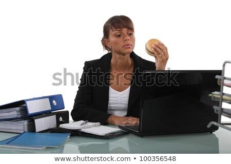 Stock fotó: Nő · eszik · hamburger · asztal · iroda · arc