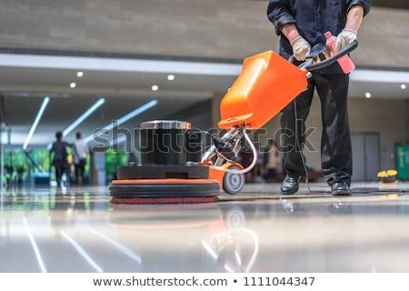 Maschio lavoratore pulizia piano aspirapolvere basso Foto d'archivio © AndreyPopov