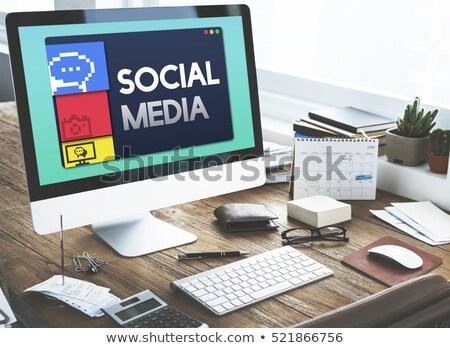 Közösségi média szó iroda szerszámok fa asztal iskola Stock fotó © fuzzbones0
