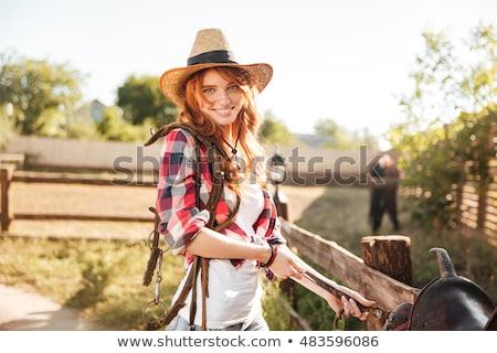 vrolijk · glimlachend · paard · zadel · meisje - stockfoto © deandrobot