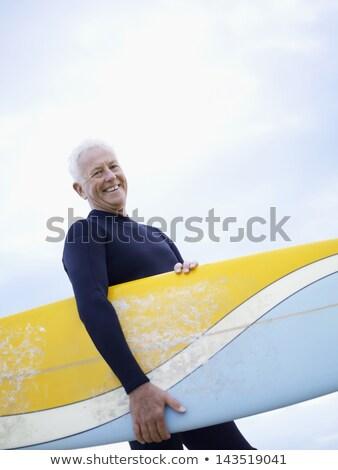senior · homem · edifício · sorridente · terno · óculos - foto stock © wavebreak_media
