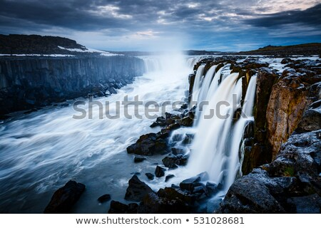 rápido · agua · potente · cascada · ubicación - foto stock © leonidtit