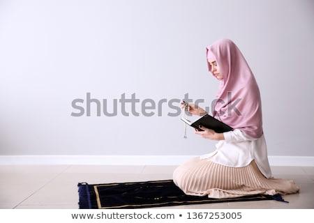 Muszlim lány imádkozik olvas nő gyermek Stock fotó © artisticco