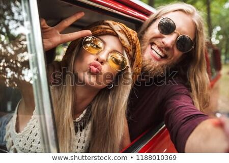Foto hippie casal sorridente paz Foto stock © deandrobot