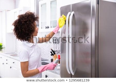 Mujer limpieza refrigerador aerosol detergente primer plano Foto stock © AndreyPopov