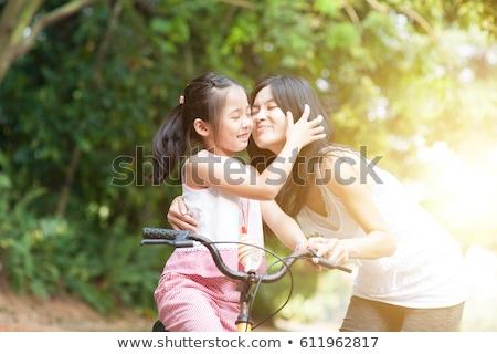Matka i córka jeżdżą na rowerze 2 Zdjęcia stock © szefei