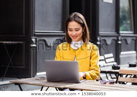 Femme d'affaires pause ordinateur portrait jeunes femme d'affaires Photo stock © Jasminko