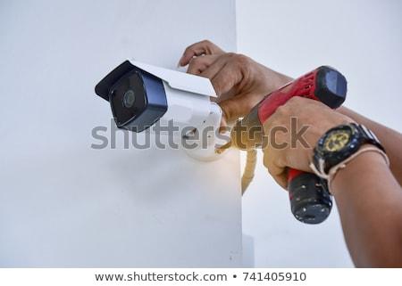 Technicus bewakingscamera glimlachende vrouw naar mannelijke Stockfoto © AndreyPopov