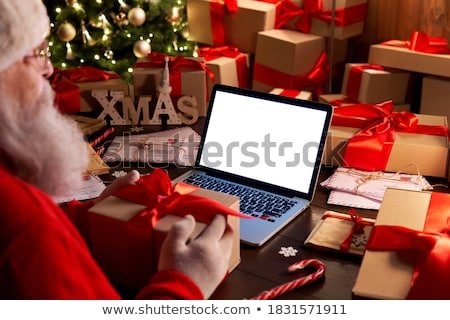 Stockfoto: Senior · met · behulp · van · laptop · computer · man · home · exemplaar · ruimte