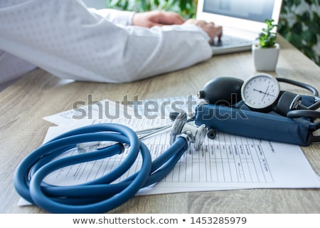 home · bloeddruk · senior · man - stockfoto © hofmeester