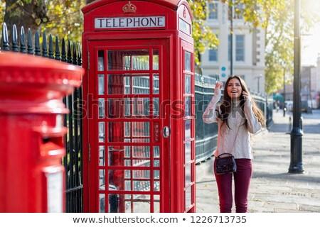 Vrouw telefoon kraam cel vrouw technologie reizen Stockfoto © IS2
