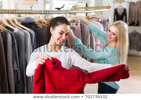 Mosolygó nő kiválaszt ruházat vásárol portré mosoly Stock fotó © Kzenon