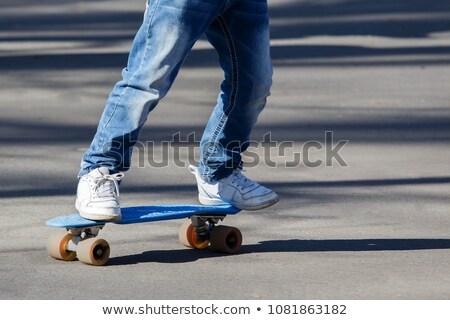 Pequeno patinador menino sessão pedra parque Foto stock © acidgrey