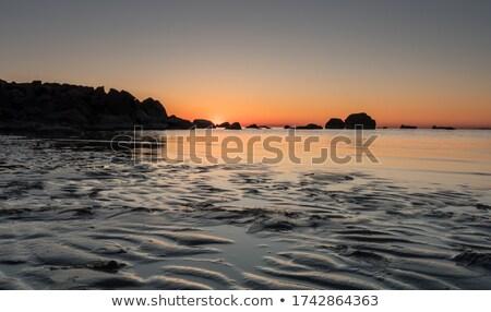Roches réflexions aube ciel eau Photo stock © lovleah