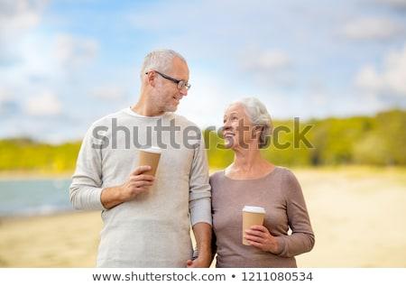Idős pár kávé tengerpart aggkor nyugdíj boldog Stock fotó © dolgachov