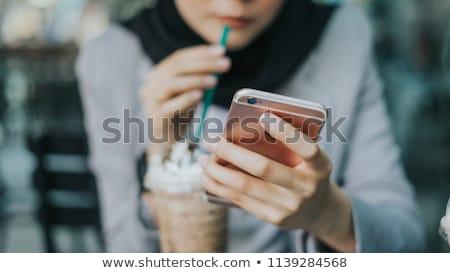 tienermeisjes · naar · mobiele · telefoon · school · technologie · onderwijs - stockfoto © wavebreak_media