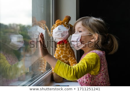smutne · dziewczyna · miś · mały · cute · trzymając · się · za · ręce - zdjęcia stock © nizhava1956