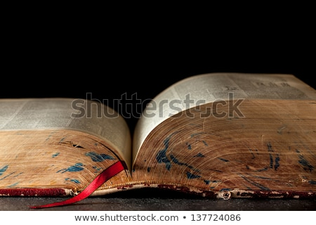 Livre ouvert grand livres bois table Photo stock © wavebreak_media