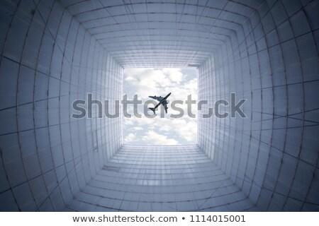 Wieżowiec w dół poniżej Błękitne niebo budynku Zdjęcia stock © lightpoet