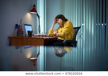 ofis · çalışanı · kız · okuma · ekran · çalışmak · dizüstü · bilgisayar - stok fotoğraf © diego_cervo