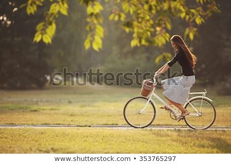 jonge · vrouw · paardrijden · fiets · park · vrouw · bos - stockfoto © deandrobot
