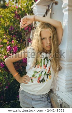девушки колонки красивой прическа стены Сток-фото © bezikus