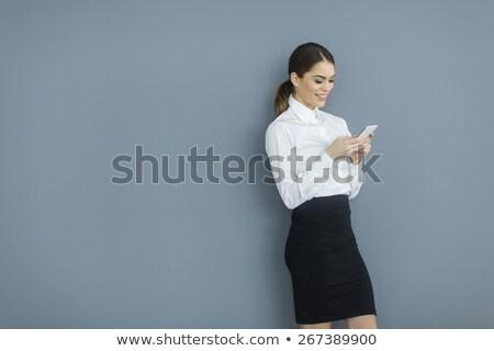 Сток-фото: черный · деловая · женщина · смартфон · деловой · женщины · призыв · глядя