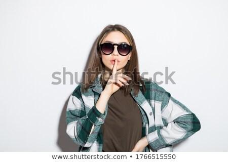 Aantrekkelijk jonge vrouw shirt tonen stilte Stockfoto © deandrobot