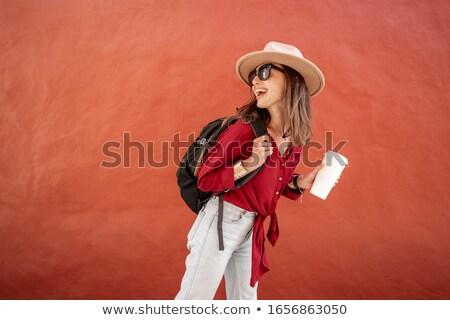 Stock fotó: Fiatal · nő · piros · kalap · iszik · kávé · kávézó