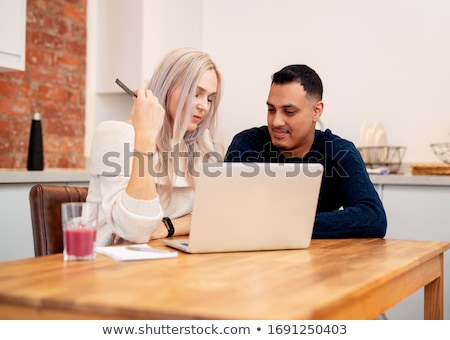 paar · vergadering · laptop · familie · internet - stockfoto © monkey_business
