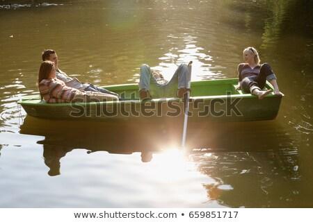 Négy barátok evezős csónak mosolyog fa madár Stock fotó © IS2