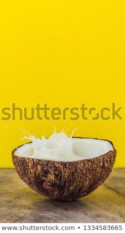 Coco fruto leite salpico dentro amarelo Foto stock © galitskaya