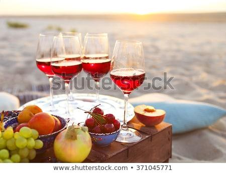 Panier pique-nique alimentaire verres à vin couverture loisirs fruits Photo stock © dolgachov