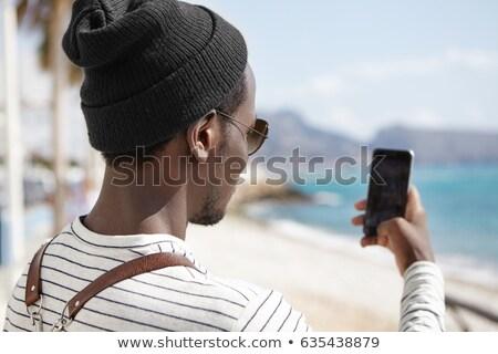hombre · celular · teléfono · playa · verano · sonriendo - foto stock © photography33